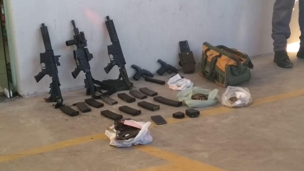 Objetos foram apreendidos pela polícia em Piedade — Foto: Thiago Ariosi/TV TEM