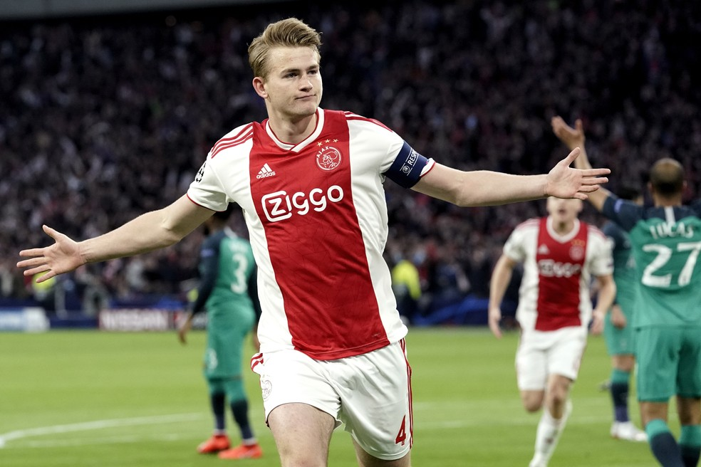 De Ligt comemora gol do Ajax sobre o Tottenham — Foto: Getty Images