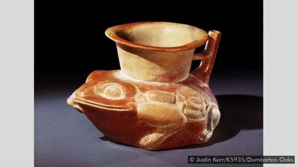 Este antigo artesanato maia em forma de sapo-cururu celebra o anfíbio — Foto: Justin Kerr/K5935/Dumbarton Oaks