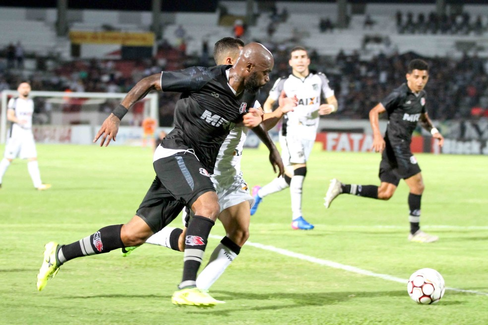 Santa e Ceará ficaram no 0 a 0 nesta terça (Foto: Marlon Costa (Pernambuco Press))