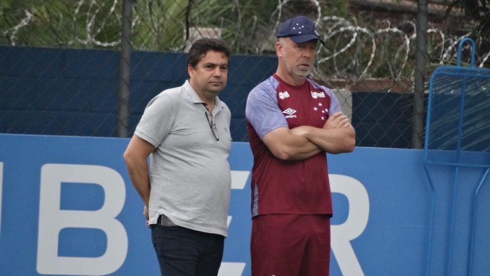 Itair Machado trabalha para contratar pelo menos quatro reforços para o time de Mano Menezes — Foto: Gabriel Duarte