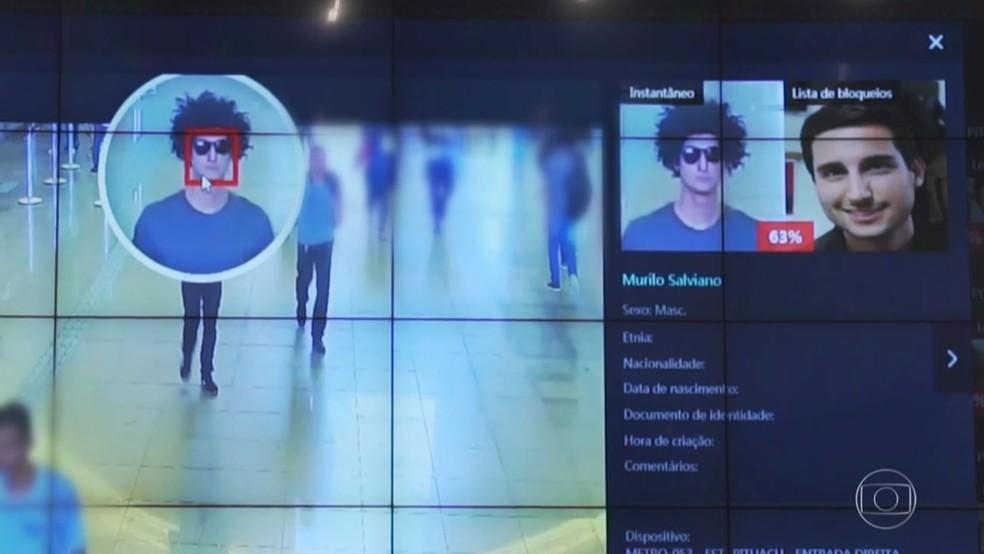 Câmera identificou repórter mesmo com óculos e peruca — Foto: Reprodução/TV Globo