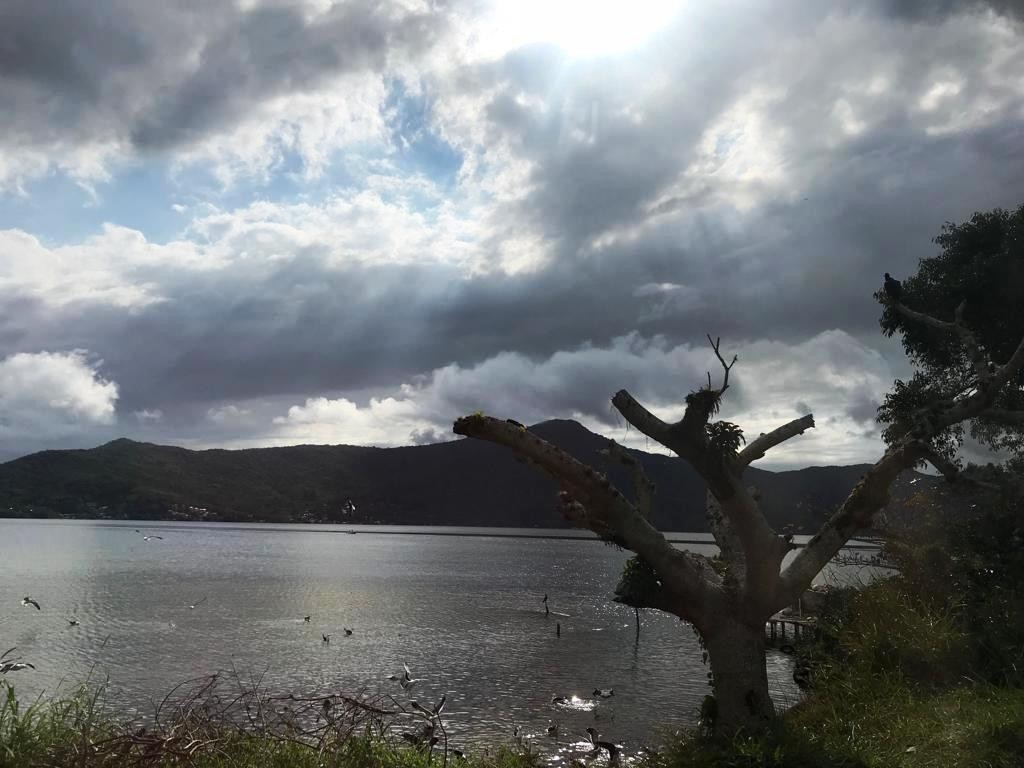 Terça-feira tem sol entre nuvens e chuva em Santa Catarina