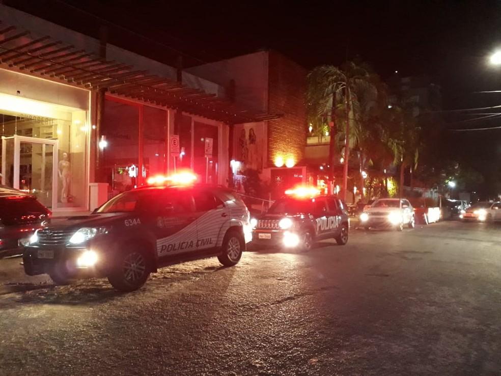 Equipes da Polícia Civil durante operação para reforço na segurança na madrugada desta quarta-feira (19) — Foto: Divulgação