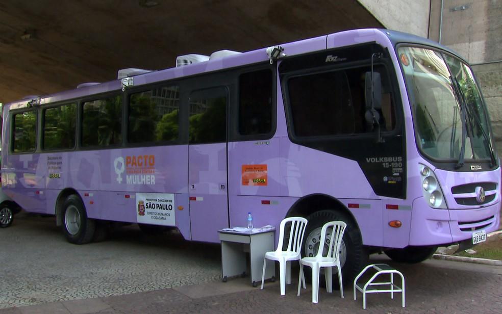 O ônibus Lilás vai novamente ser usado pela prefeitura durante o carnaval de rua da cidade, para atender mulheres vítimas de assédios. — Foto: TV Globo/Reprodução