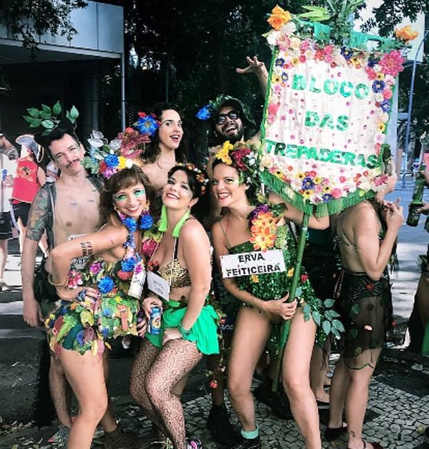 Samara Felippo se diverte em bloco de rua no Rio de Janeiro (Foto: Reprodução/Instagram)