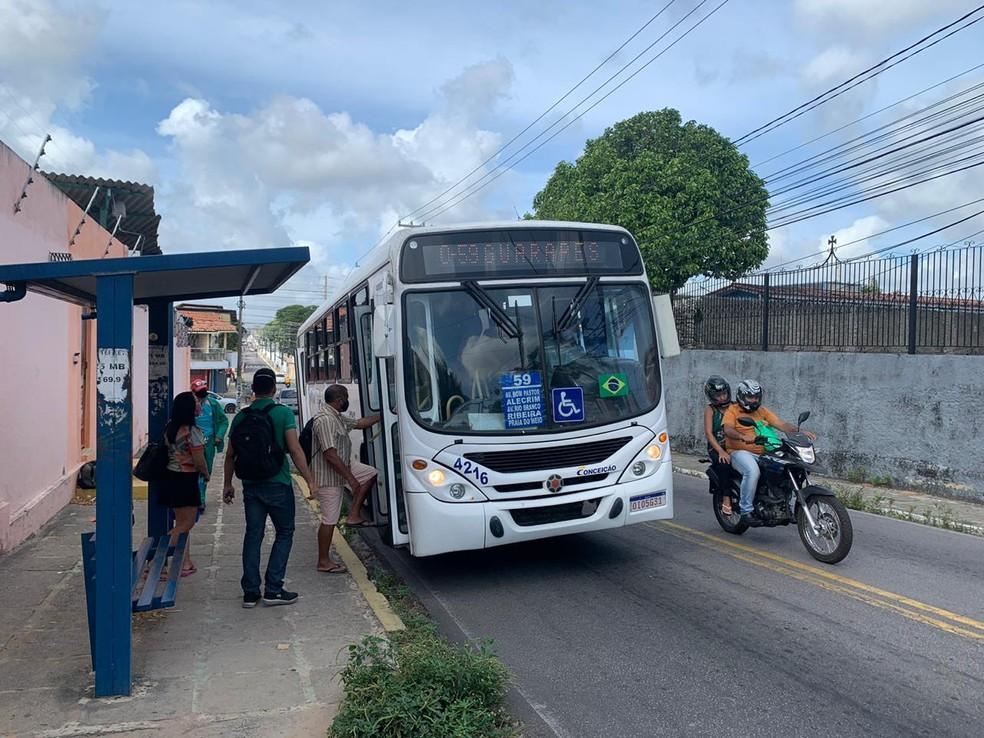 Prefeitura de Natal anuncia medida que suspende benefícios em horários de pico — Foto: Anna Alyne Cunha/Inter TV Cabugi