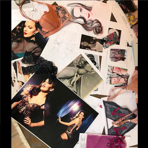 Uma foto de bastidores compartilhada por Liv Tyler em seu ensaio para uma marca de lingerie (Foto: Instagram)