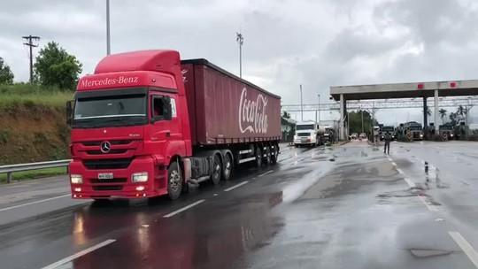 Caminhões com remédios, alimentos e cargas vivas são liberados no ES