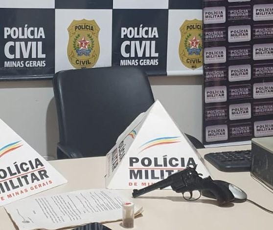 Policiais apreendem R$ 2.200, réplica de arma e munições durante operação em Espinosa