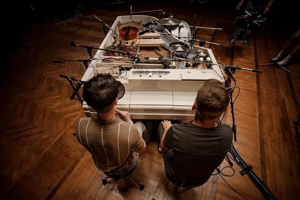 Piano usado por banda ucraniana reúne 20 instrumentos musicais (Foto: Divulgação)