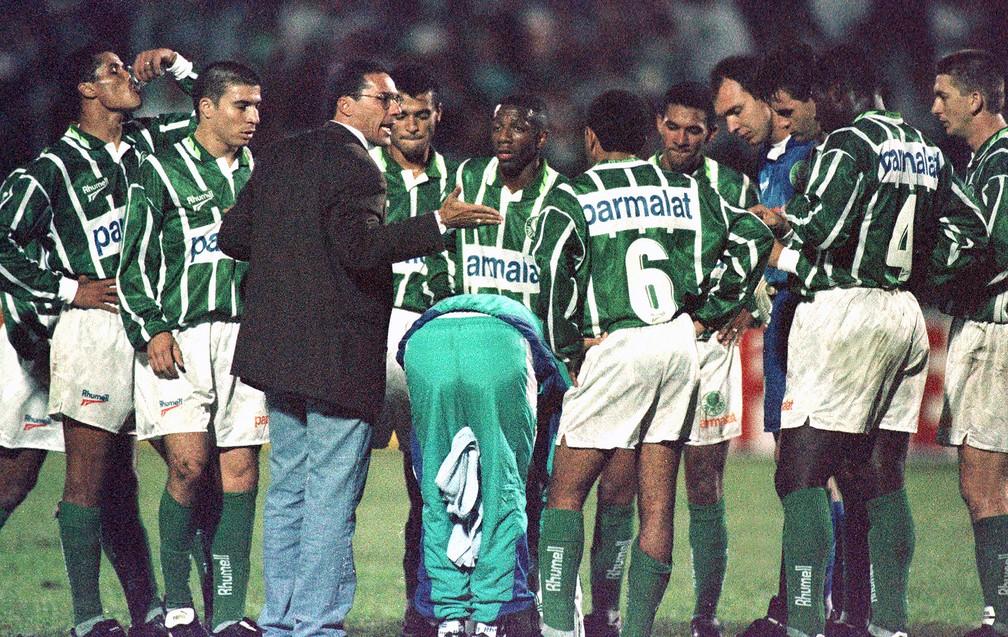 Luxemburgo no comando do Palmeiras em 1996, no velho Palestra Italia — Foto: Arquivo / Agência Estado
