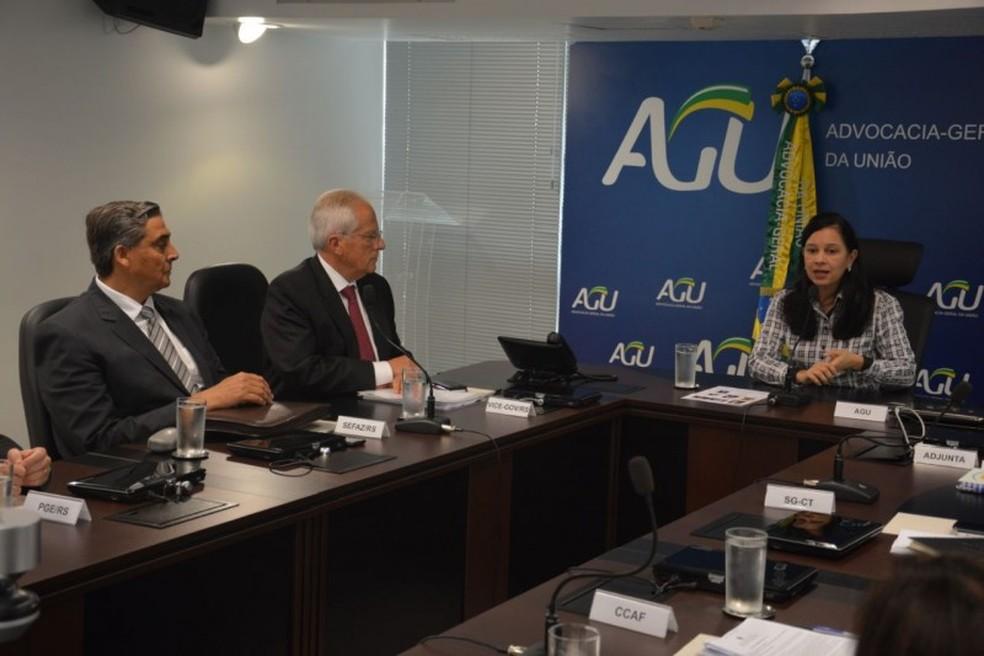 Representantes do governo se reuniram com membros a advogada-geral da União, Grace Mendonça, para falar sobre a adesão ao regime (Foto: Marcelo Ermel/GVG)