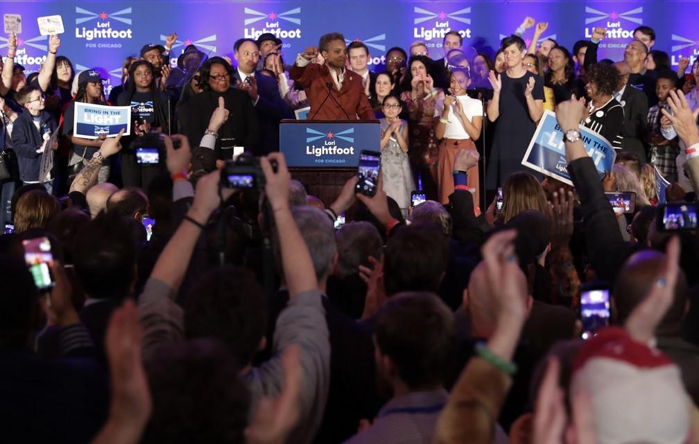 Apoiadores da nova prefeita aguardavam com ansiedade o resultado da eleição — Foto: Nam Y. Huh/AP