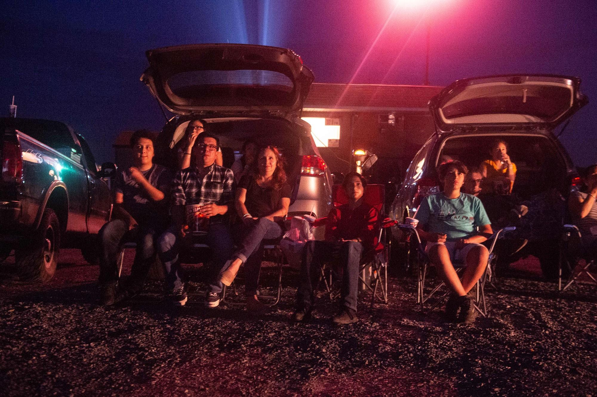 Cinemas drive-in nos EUA atraem público jovem com apelo à nostalgia e sessões 'românticas' a céu aberto 2