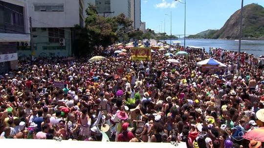 Foliões do Regional da Nair e do Bloco das Magrelas Voadoras ganham as ruas de Vitória; veja fotos