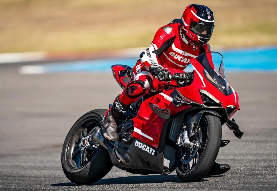 A pintura da Ducati Superleggera V4 é inspirada nos modelos da MotoGP (Foto: Divulgação )