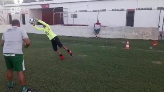 Inspirado no pai, filho de Luciano vira goleiro e treina na base do Salgueiro