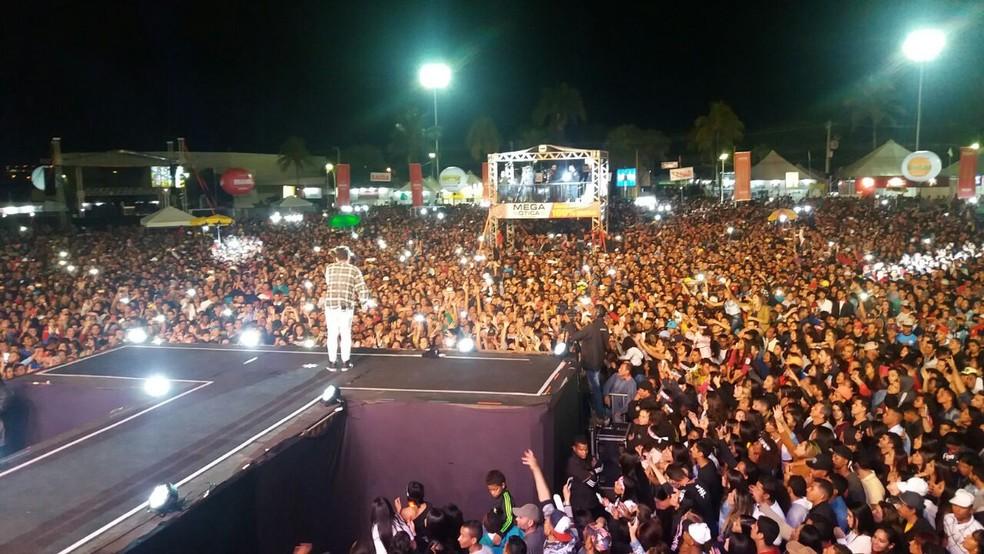 Zé Felipe anima 26 mil pessoas durante festa de aniversário de Montes Claros (MG) em 2017 — Foto: Alexandre Nobre/InterTv