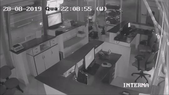 Policiais socorrem bebê engasgada na BR-101, em Barra Velha