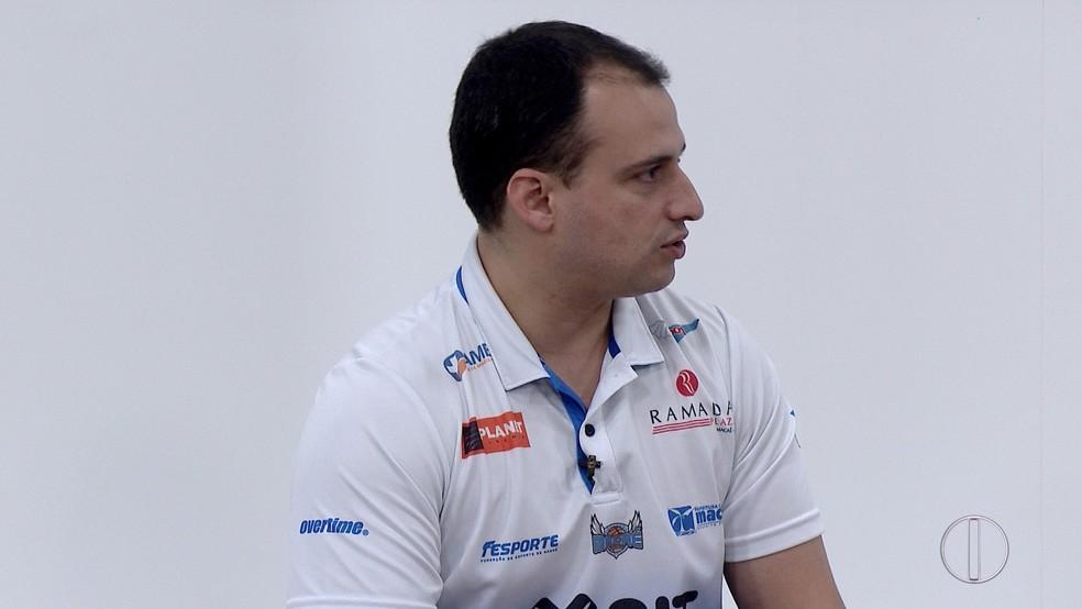 Léo Costa revelou que será criado um movimento para possibilitar a permanência do Macaé Basquete no NBB (Foto: Reprodução/ InterTV RJ)