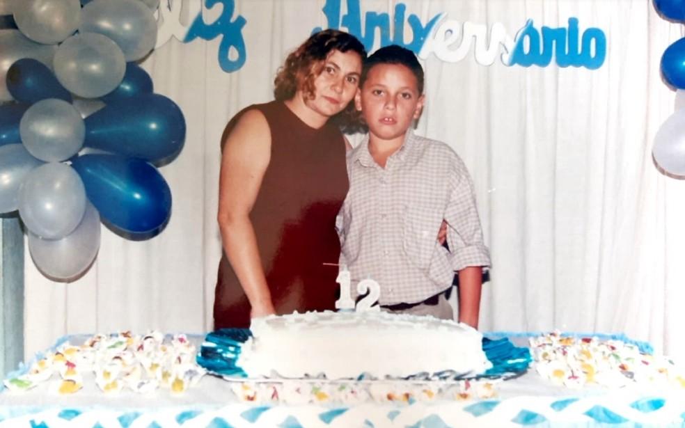 Maria Auxiliadora e o filho Renê Von Brown, no seu aniversário de 12 anos. — Foto: Arquivo pessoal/Stephanie Von Brown