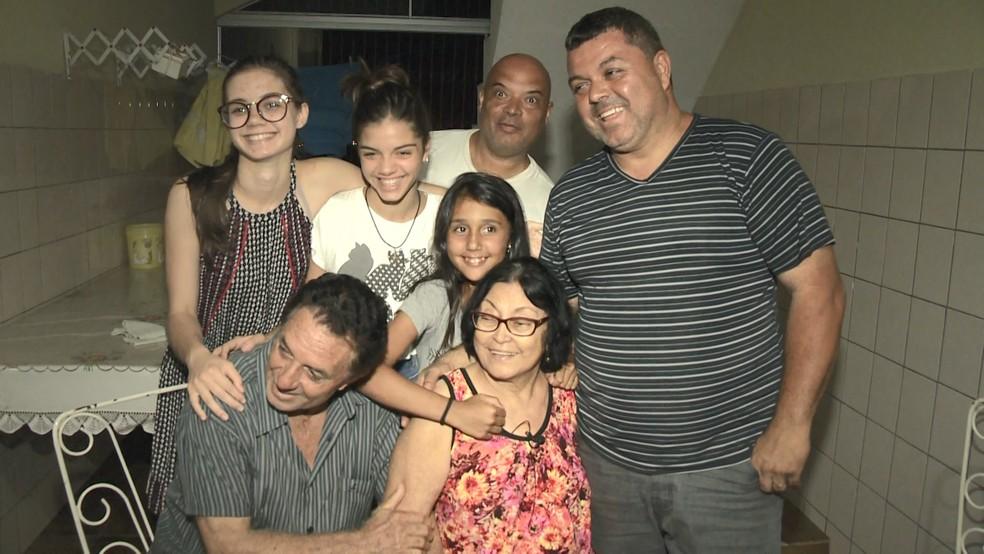 Familiares visitaram Maria depois de sequestro (Foto: Manoel Neto/ TV Gazeta)