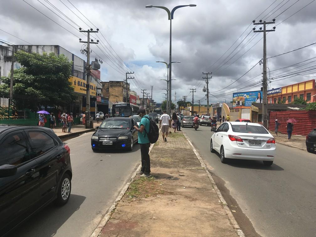 SÃO LUÍS (MA) - Comércio popular aberto provocou a alta movimentação de pessoas no bairro João Paulo; — Foto: Rafaelle Fróes/G1 MA