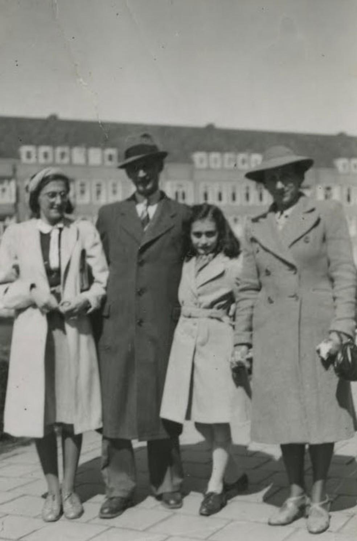 A família Frank em Merwedeplein, em abril de 1941 — Foto: Anne Frank House / Anne Frank-Fonds