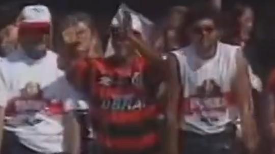 Carreata, animais de circo, coroa e cetro, funk... As apresentações de astros do Flamengo para a torcida