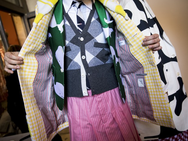 PARIS, FRANCE - JUNE 23:  A model poses backstage prior the Thom Browne Menswear Spring Summer 2019 show as part of Paris Fashion Week on June 23, 2018 in Paris, France.  (Photo by Tristan Fewings/Getty Images) (Foto: Getty Images)