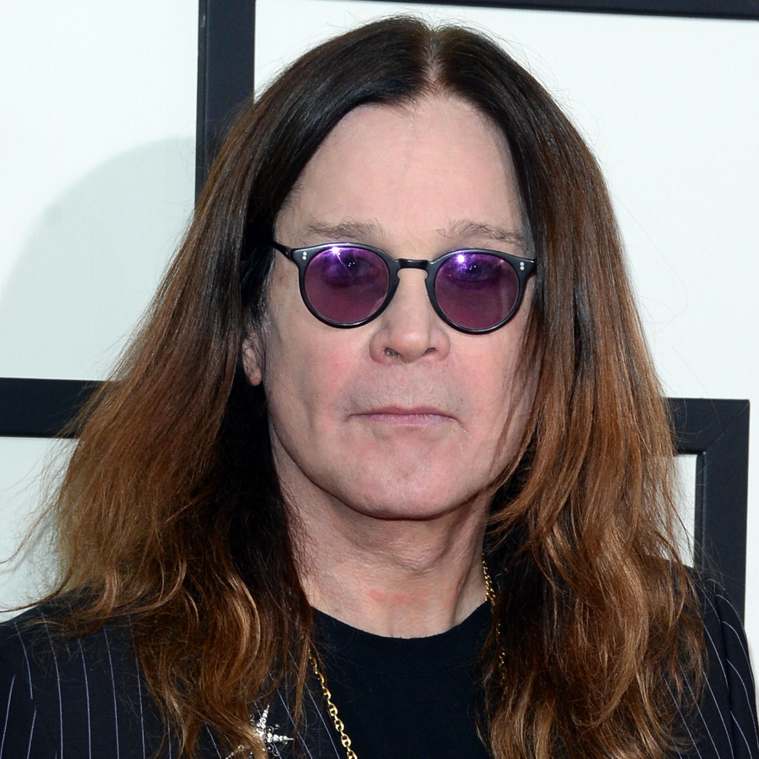 Ozzy Osbourne admite que já quase morreu diversas vezes, porém foi num acidente de quadriciclo motorizado em 2003 que o roqueiro levou o maior dos sustos, ficando em coma por oito dias. (Foto: Getty Images)