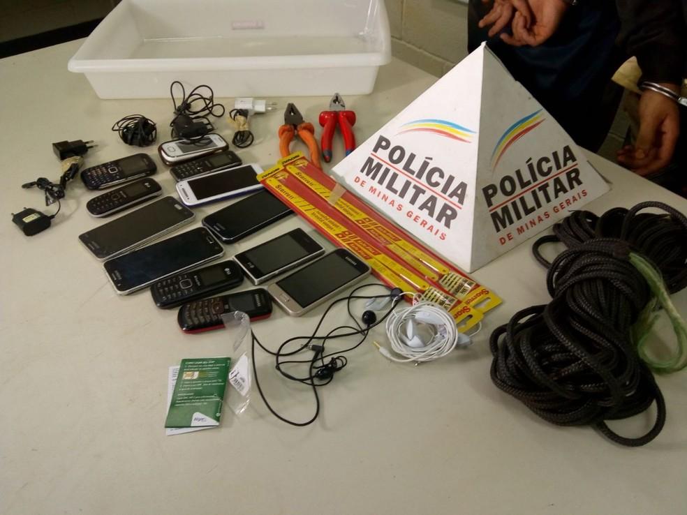 -  Materiais seriam jogados para o interior de pavilhão da Penitenciária Professor Aluízio Ignácio de Oliveira  Foto: Polícia Militar/Divulgação