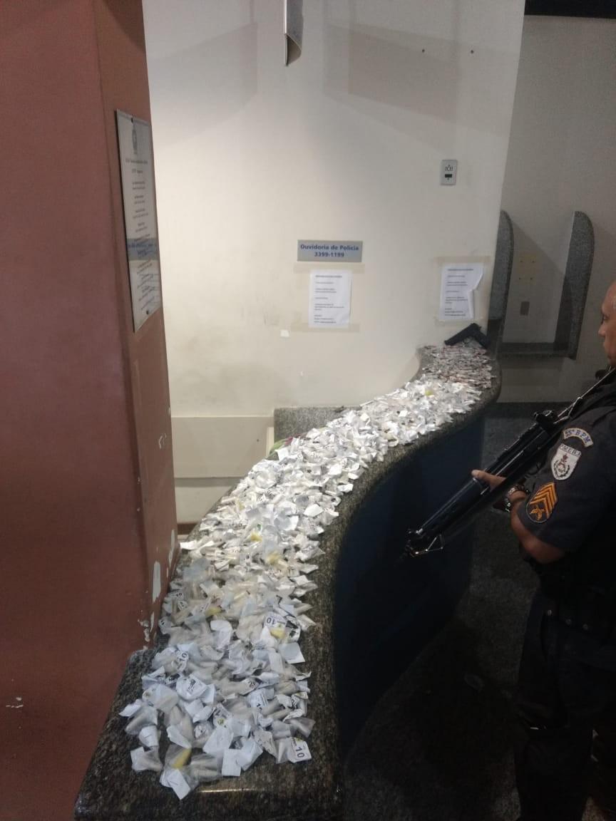 Polícia apreende maconha e cocaína em Saquarema, no RJ - Notícias - Plantão Diário
