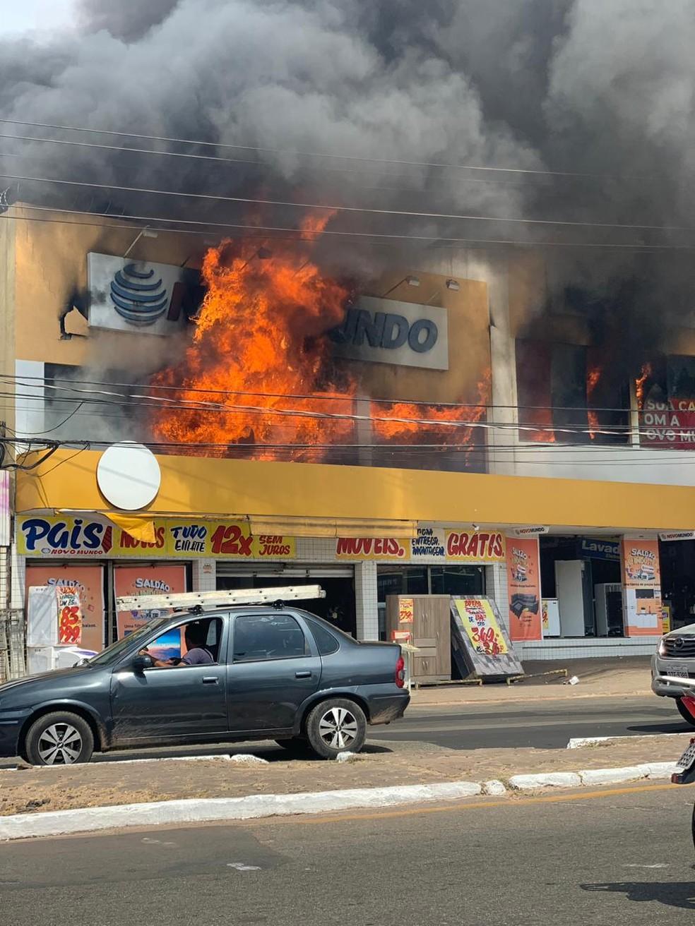 Fogo atinge loja de eletrodomésticos em São Luís (MA) — Foto: Divulgação/Redes Sociais