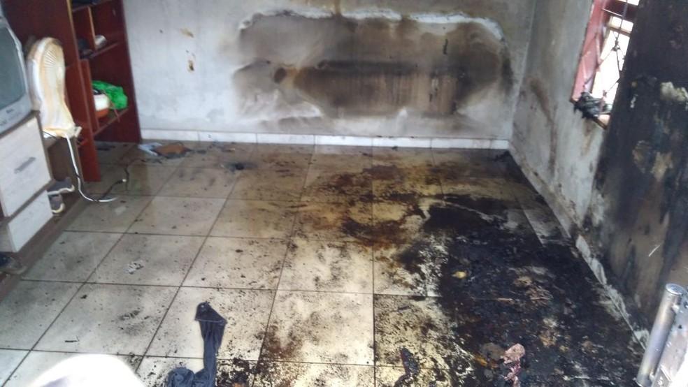 Ainda não se sabe os motivos que causaram o incêndio da residência em Assis (SP) (Foto: Corpo de Bombeiros)