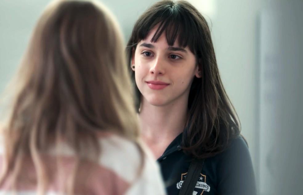Lica (Manoela Aliperti) conversa com Clara (Isabella Scherer) sobre suas marcas em 'Malhação - Viva a Diferença' — Foto: Globo