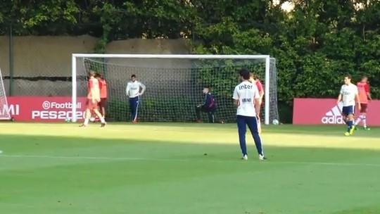 Titulares do São Paulo goleiam a equipe sub-19 em treino coletivo no CT da Barra Funda