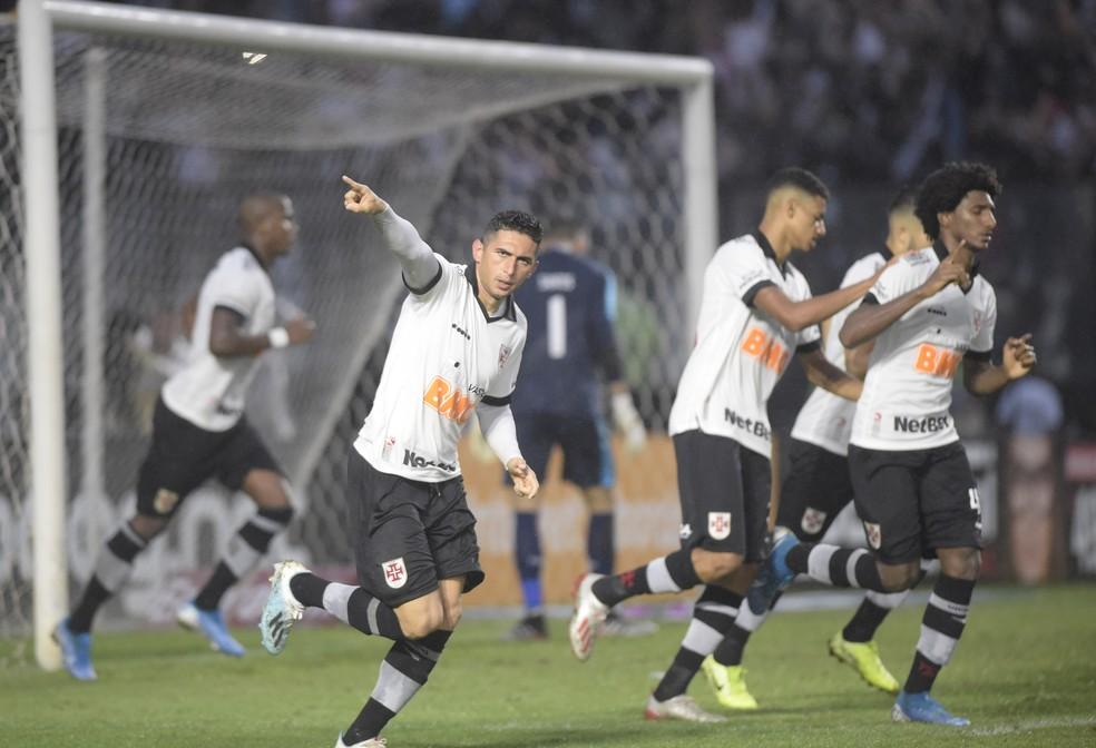 Danilo Barcelos comemora o gol, após cobrar pênalti e vencer Santos: Vasco 1 x 1 Athletico-PR em São Januário â?? Foto: André Durão