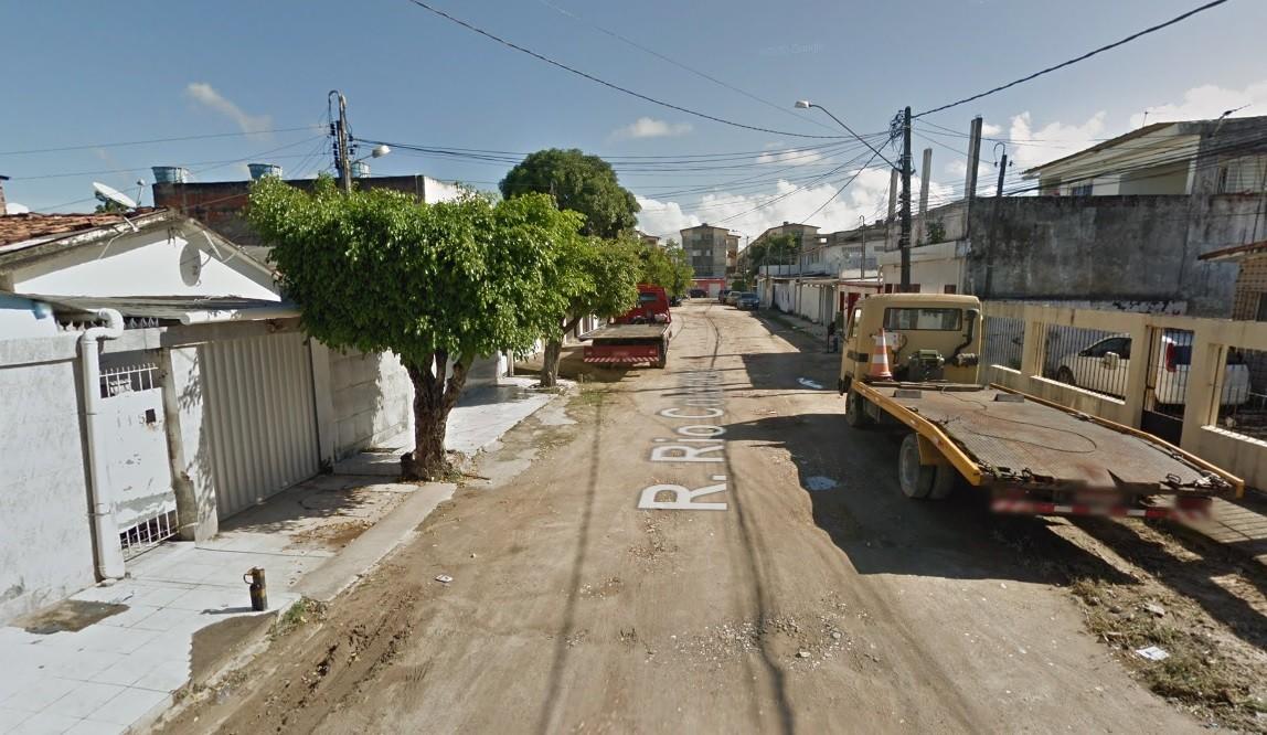 Mulher trans é achada morta dentro de casa no Recife; companheiro é suspeito de assassinato