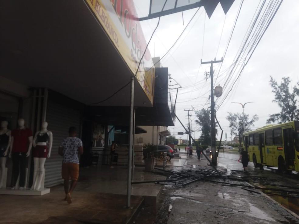 Acidente em São Luís assustou frequentadores de academia, lojistas e pedestres.  — Foto: Alessandra Rodrigues/Rádio Mirante AM