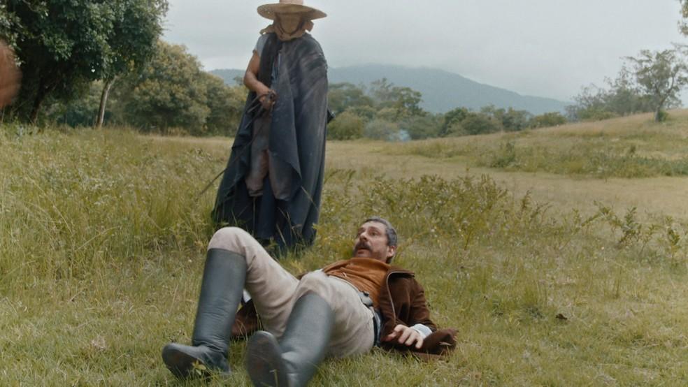 Tonico (Alexandre Nero) é sequestrado e entra em pânico em 'Nos Tempos do Imperador' — Foto: Globo