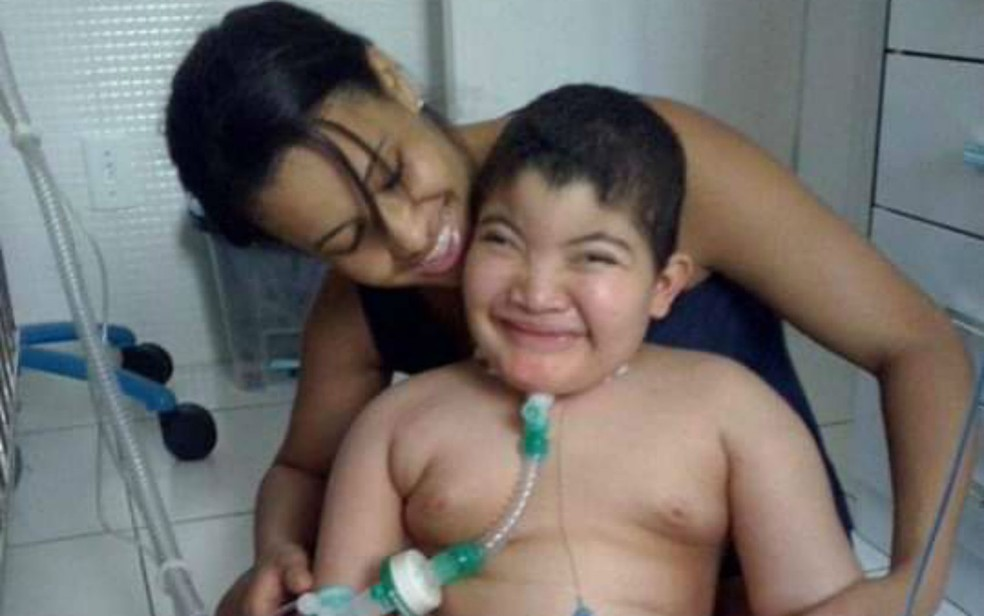 Mãe deixou tudo para oferecer qualidade de vida ao filho com paralisia cerebral na Bahia — Foto: Arquivo Pessoal