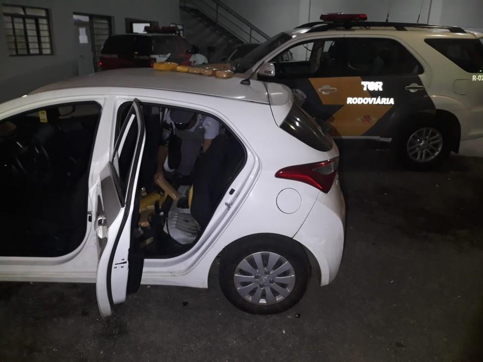 Droga foi localizada em veículo abordado na SP-270 (Foto: Poícia Rodoviária/Cedida)