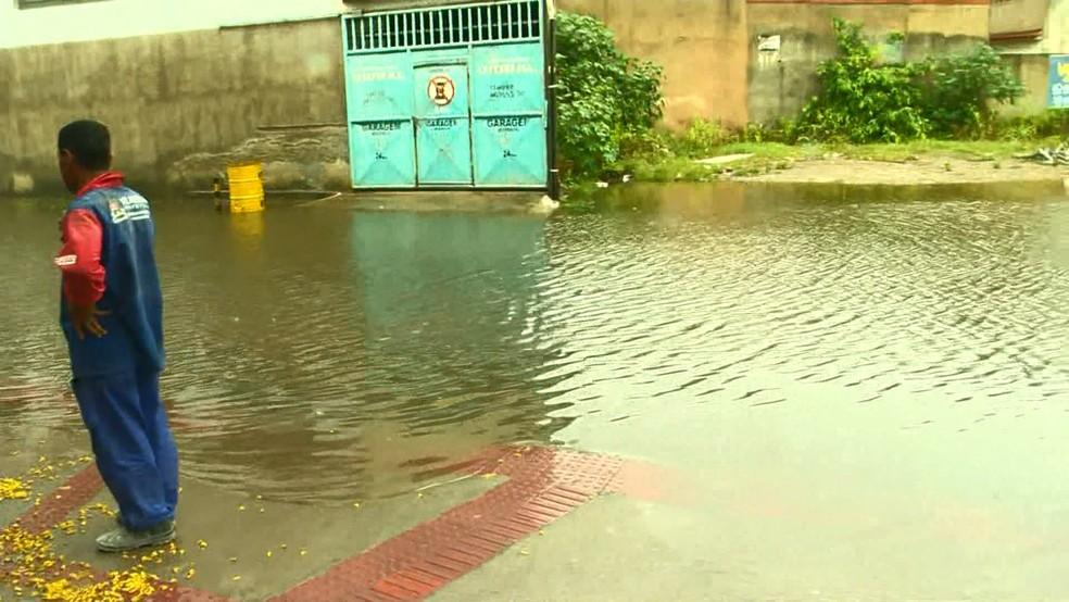 Frente do PA de Cobilândia tomada pela água — Foto: Reprodução/TV Gazeta