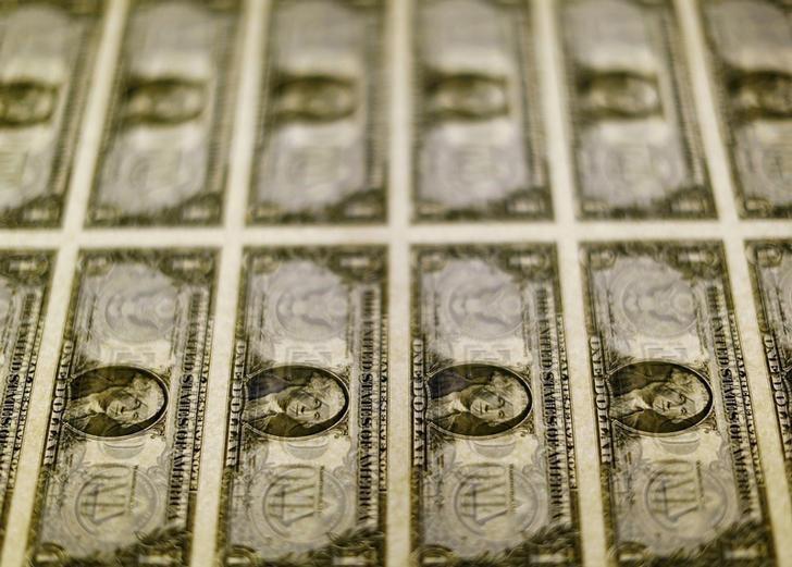 Dólar opera em alta aguardando decisões de política monetária no Brasil e exterior - Notícias - Plantão Diário