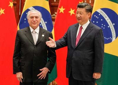 O presidente Michel Temer com o líder da China, Xi Jinping, em 2016 (Foto:  Beto Barata/Presidência da República)