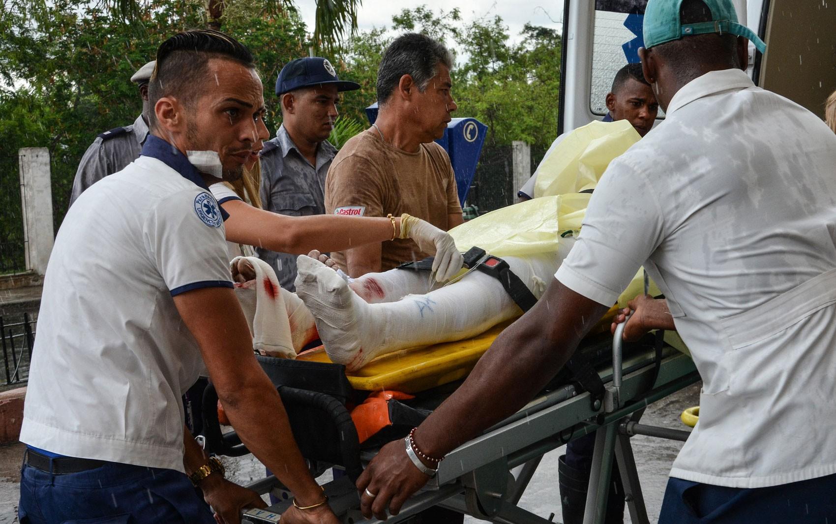 Sobrevivente de acidente aéreo em Cuba está consciente, diz médico