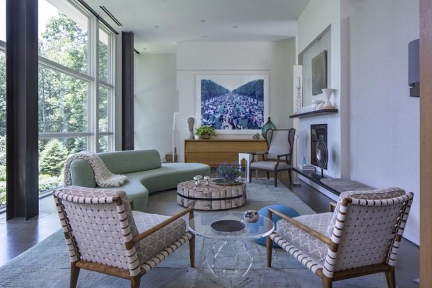 Décor do dia: sala de estar com pé-direito duplo e toques de cor (Foto:  Massimo Vitali)