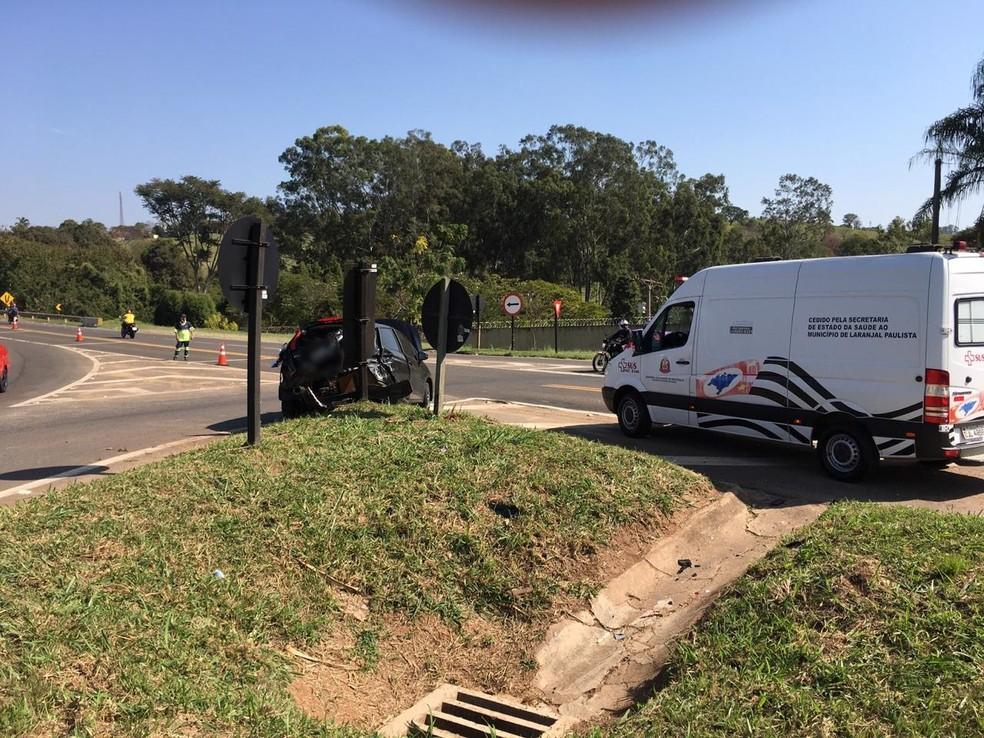 Caminhão e carro colidem em rodovia de Laranjal Paulista — Foto: Edson Junior/LP Informativo